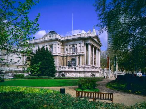"Tate Britain (som jo ikke ser ""modern"" ud)."