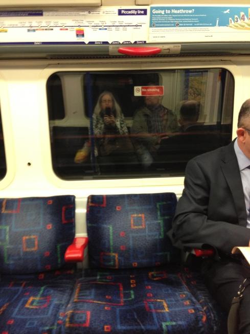 I Tuben på vej fra Heathrow til Covent Garden kl. er lidt over 9 om morgenen