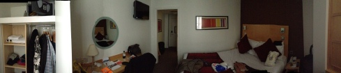 Vores værelse er et hjørneværelse på 1 sal 154, vi gav 950,- pr. nat pga stillads foran vinduet :-)