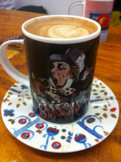 Monmouth Latte på Rough Trade i Genesis kop - større bliver det ikke.