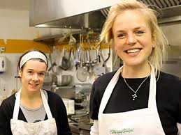 Jenny Dawson og en af hendes medarbejdere