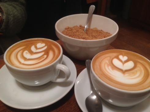 to forskellige kunstværker i mælken